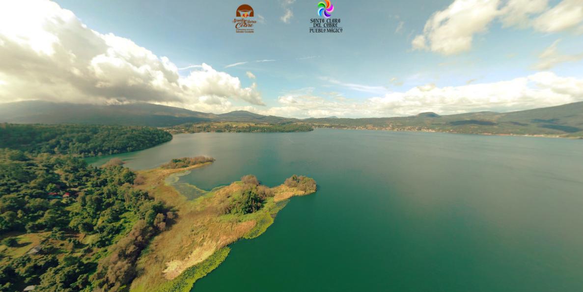 Lago de Zirahuen a vista drone