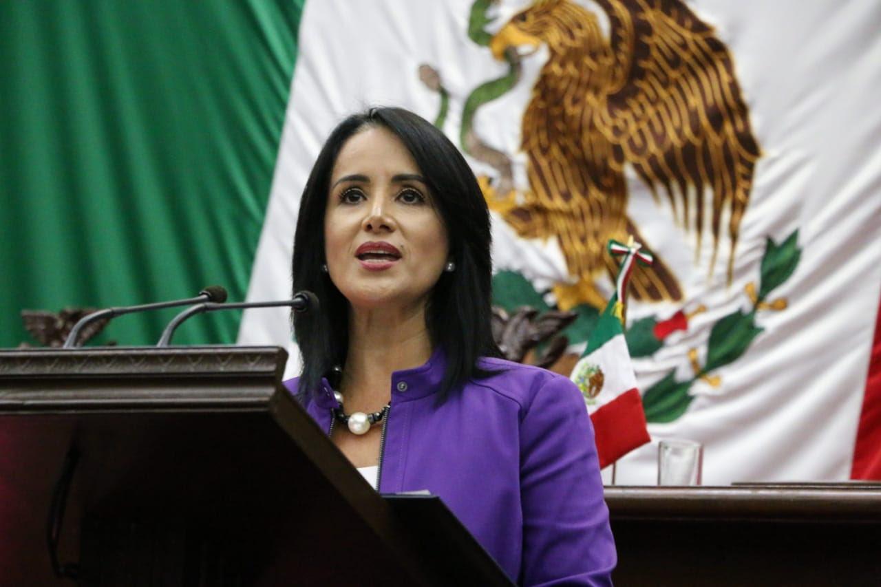 Lucila Martínez en el congreso